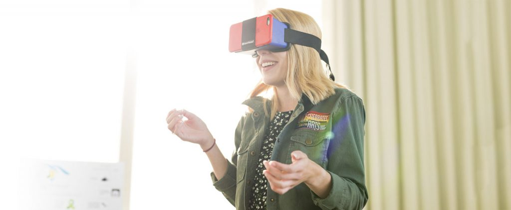 Student uses VR headset at UCF Celebrates the Arts